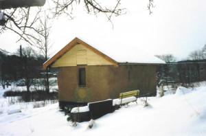 Första projektet: ett litet lerputsat halmbalshus som en gång stod i S:t Jörgens Park på Hisingen