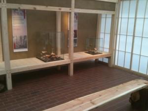 Lerputsade montrar i utställningsrum på Botaniska Trädgården i Göteborg