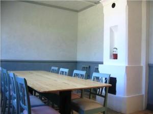 Äggoljetemperamålade lerputsade timmerväggar i Trädgårdsmästarens rum på Gunnebo i Mölndal
